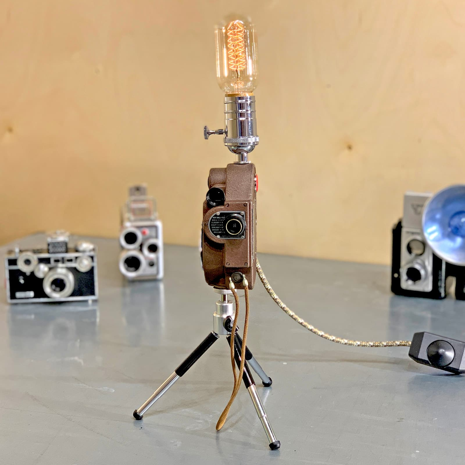 Front view of Rosie's Workshop original Revere Model 88 Camera Light – Samuel Briskin: Man of the factory floor. All parts are UL component listed (c UR us) for United States and Canada.